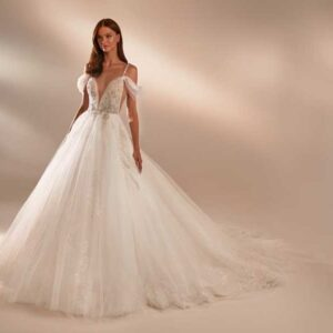 Oriana, Milla Nova, In the name of love, Blushing Bridal Boutique, Toronto, Canada, USA
